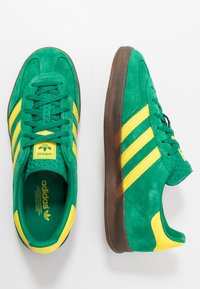 adidas Originals - GAZELLE INDOOR - Sneakers laag - green/yellow - 1