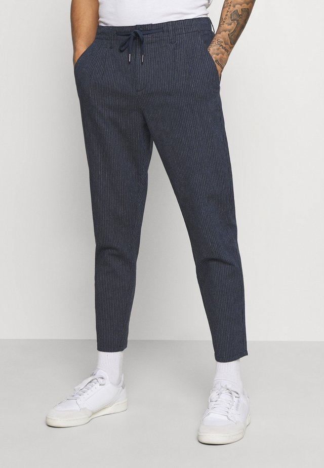 ONSLEOLIFE STRIPE MIX CROP - Pantaloni - dress blues