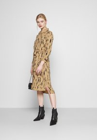 Vero Moda - VMELITA  - Shirt dress - tigers eye/black - 1
