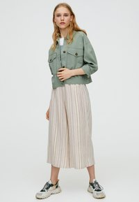 PULL&BEAR - MIT TASCHEN - Summer jacket - khaki - 1