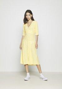 Monki - AVRIL DRESS - Košilové šaty - yellow - 0
