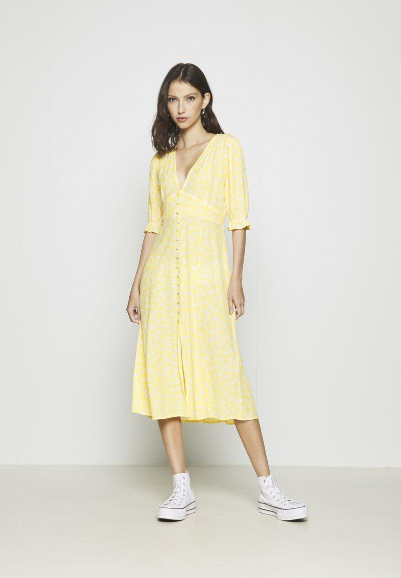 Monki - AVRIL DRESS - Košilové šaty - yellow