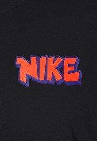 Nike Performance - CITY EXPLORATION TEE SAN ANTONIO - T-shirt print - black - 3