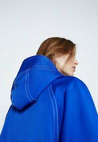 Uterqüe - Trenchcoat - neon blue - 3