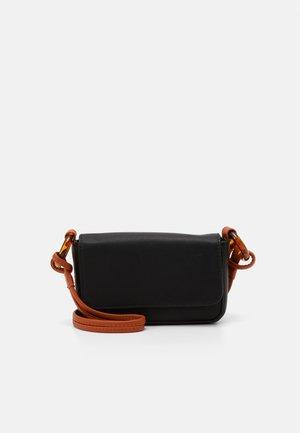 ANU - Across body bag - black