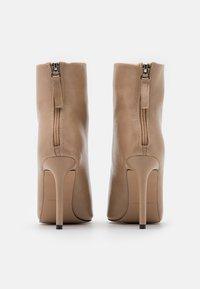 BEBO - BENTLEE - High Heel Stiefelette - beige - 3