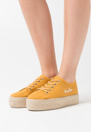 Espadrillas - mustard yellow