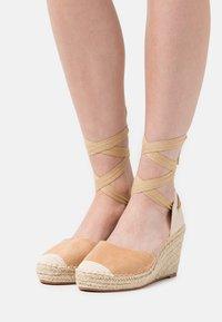 SassyClassy - Platform heels - brown - 0