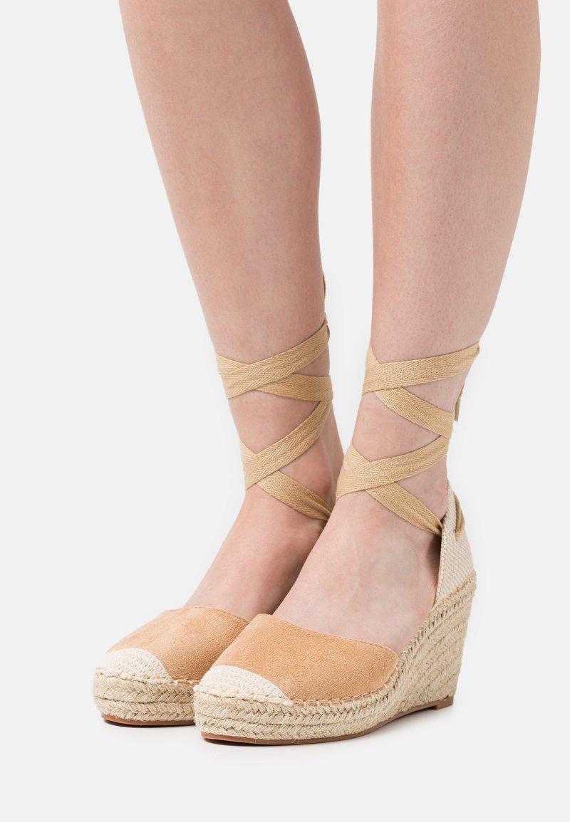 SassyClassy - Platform heels - brown