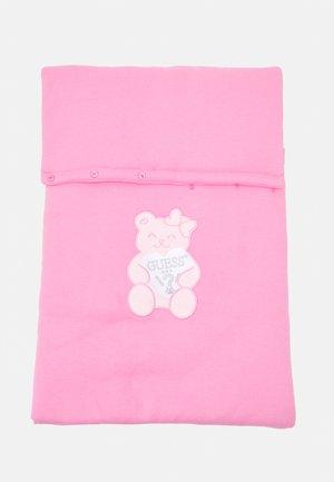 BABY NEST UNISEX - Babyslaapzak - trigger pink