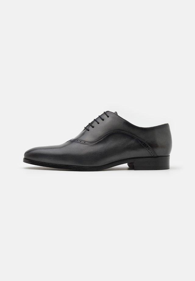 Šněrovací boty - natur asfalto