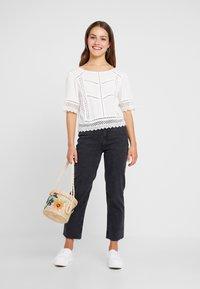 New Look Petite - STRAIGHT CROP HARLOW - Jeans Straight Leg - black - 1