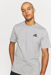 adidas Performance - ESSENTIALS - T-shirt basic - medium grey heather - 3