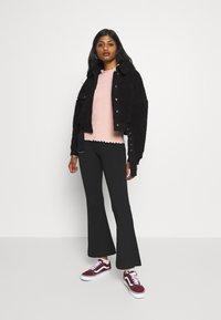 Pieces Petite - PCMAELYNN JACKET - Winter jacket - black - 1