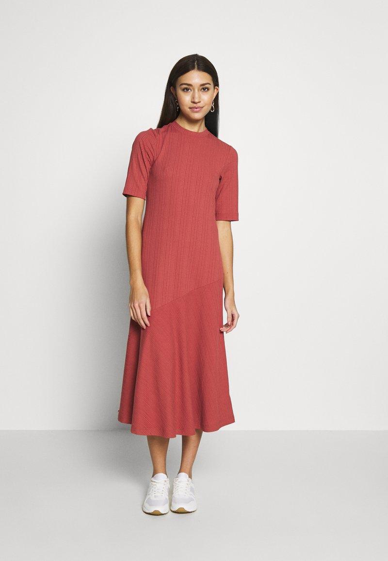 Monki - HALLEY DRESS - Jerseykjole - rust