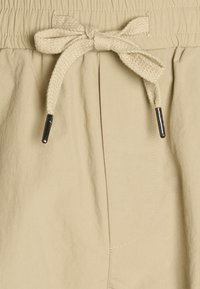 Redefined Rebel - PASCAL PANTS - Cargo trousers - traventine - 5