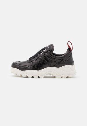 BLAZE CRUSH - Sneakers laag - noir