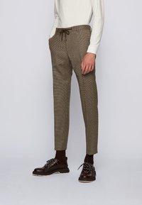 BOSS - BARDON - Pantalon classique - khaki - 0