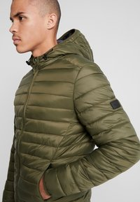 Blend - OUTERWEAR - Välikausitakki - olive night green - 5