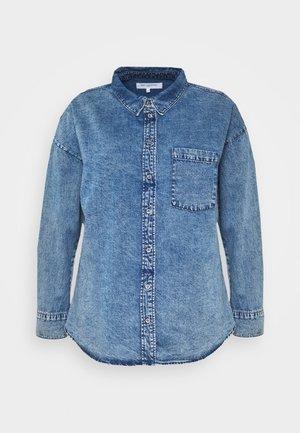 CARANOLO LIFE - Button-down blouse - medium blue denim