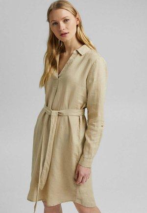 MIT GÜRTEL - Shirt dress - sand