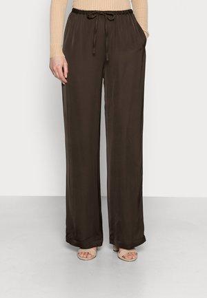 CADIS - Trousers - chocolate