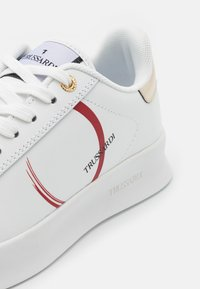 Trussardi - ANEMONE ACTION LOGO - Trainers - white/red/gold - 4