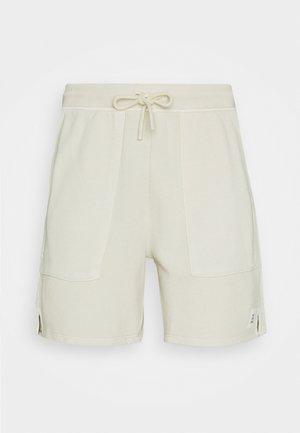 FRONT POCKETS BACK POCKET - Shorts - scandinavian beige