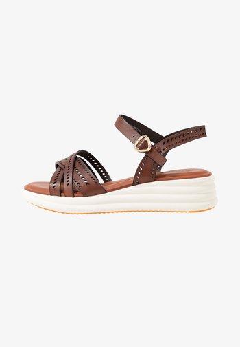 Platform sandals - brandy