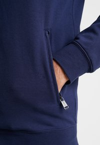 Guess - FOX TRACK  - Zip-up hoodie - blue navy - 5