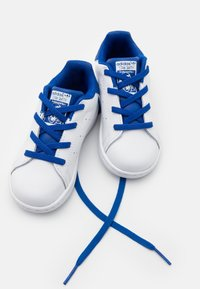adidas Originals - STAN SMITH UNISEX - Trainers - footwear white/royalblue - 5