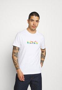 Levi's® - PRIDE COMMUNITY TEE - Print T-shirt - white - 0