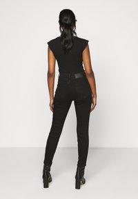 Pieces Petite - PCKAMELIA ANKLE - Jeans Skinny Fit - black - 2