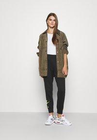 Nike Sportswear - AIR PANT   - Pantalon de survêtement - black - 1