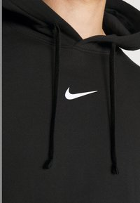 Nike Sportswear - REPEAT HOODIE  - Jersey con capucha - black/white - 5
