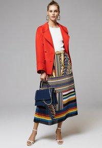 Luisa Spagnoli - Short coat - rosso - 1