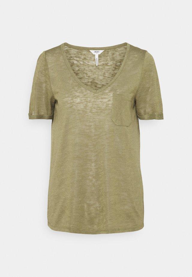 OBJTESSI SLUB VNECK - T-shirt imprimé - deep lichen green