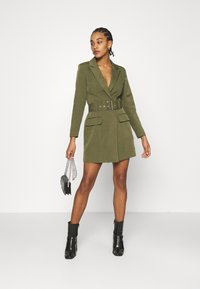 Missguided - BELTED BLAZER DRESS - Vestido de tubo - sage - 1