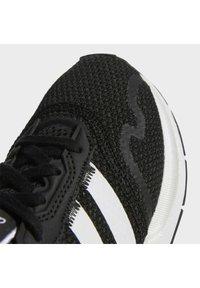 adidas Originals - SWIFT RUN X SHOES - Matalavartiset tennarit - core black/ftwr white - 5