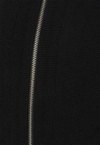 Vero Moda Petite - VMEVERSIENNA SHORT JACKET  - Blazer - black - 2