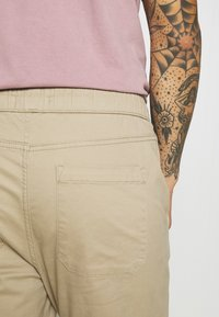 Only & Sons - ONSLINUS LIFE WORK - Chinos - chinchilla - 5