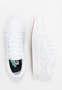 Vans - UA COMFYCUSH OLD SKOOL - Sneakers basse - true white - 1