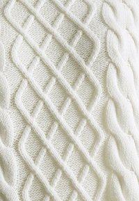 Vila - Neulemekko - white alyssum - 2