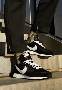 Nike Sportswear - AIR TAILWIND 79 - Trainers - black/white/team orange - 7