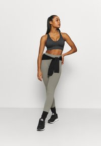 Cotton On Body - WORKOUT TRAINING CROP - Medium support sports bra - charcoal marle - 1