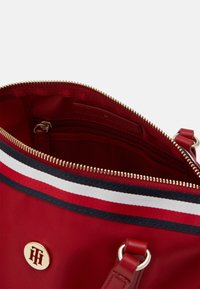 Tommy Hilfiger - POPPY SMALL TOTE CORP - Bolso de mano - red - 2