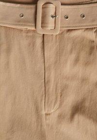 Glamorous Curve - BELTED - Shorts - stone - 2