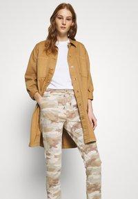 American Eagle - HIRISE JEGGING JOGGER - Trousers - beige - 3