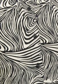 Vero Moda Tall - VMGEA CAP CALF SHIRT DRESS - Shirt dress - black/gea - 2