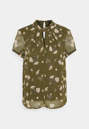 VMZALLIE  - T-shirts med print - ivy green/zallie